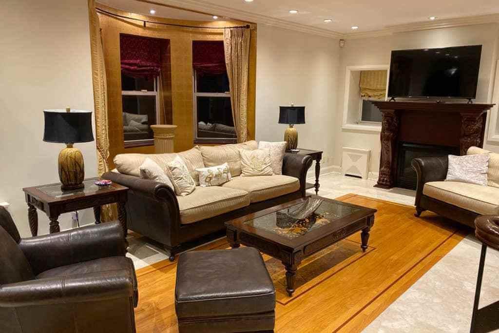 The Lions Den Villa - Luxury Living in NYC livingroom